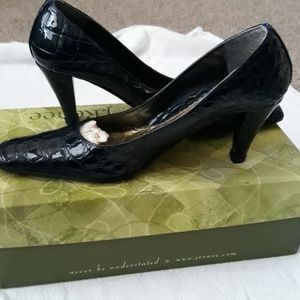 Excellent condition J.Renee navy croco print heels